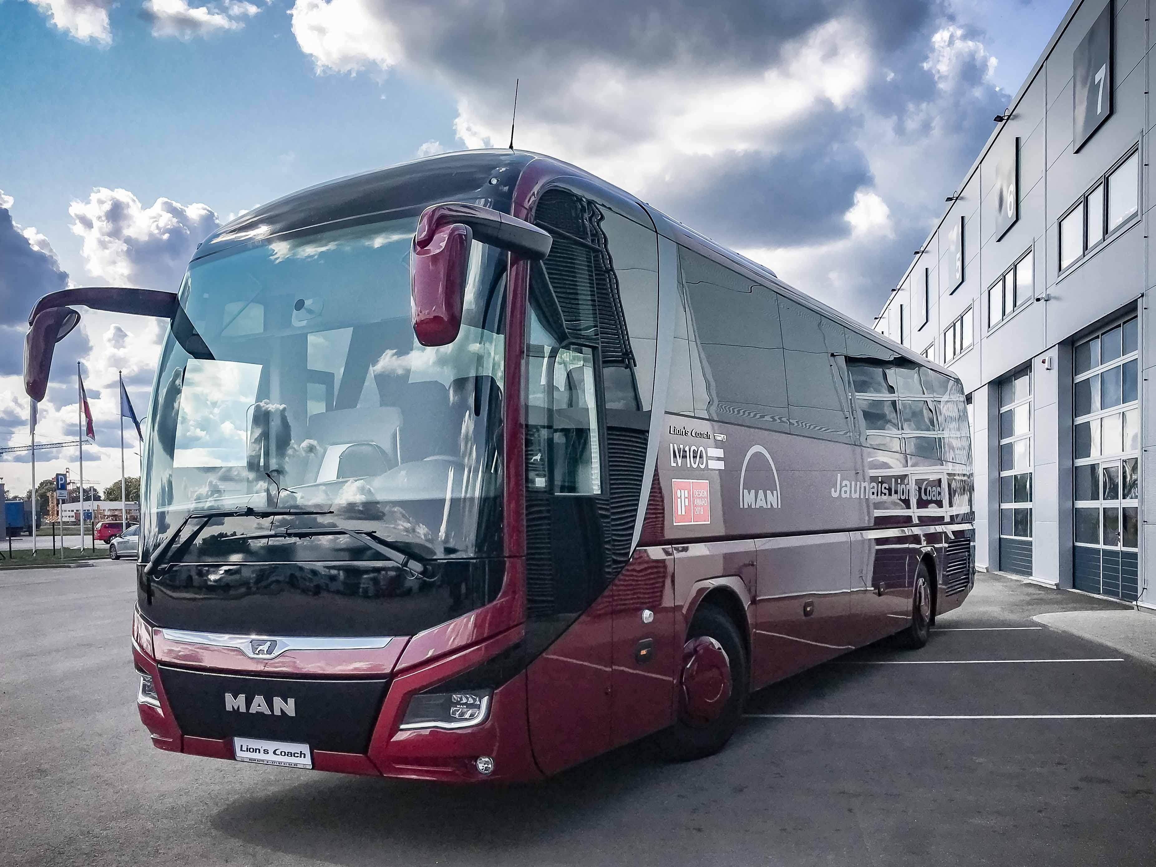 MAN koncerns radījis Latvijas simtgadei veltītu autobusu