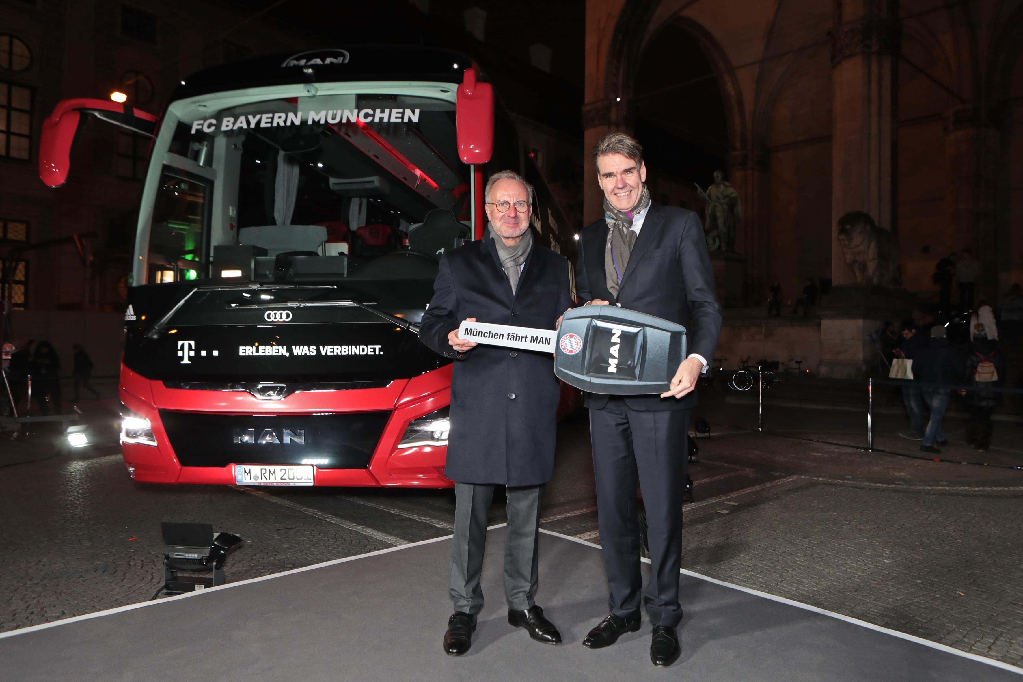 Футбольный клуб FC Bayern München получил эксклюзивный автобус Lion's Coach