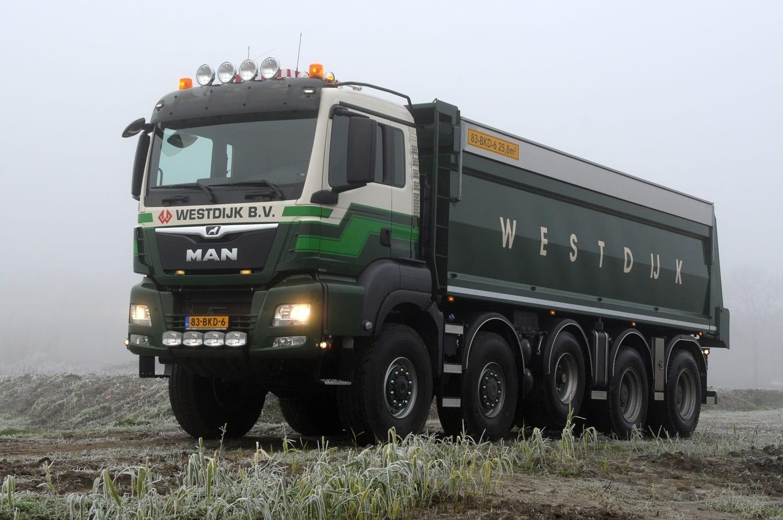 Nīderlandei piegādāti universāli 100 MAN TGS 10×8 kravas automobiļi